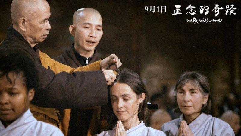 电影《正念的奇蹟》15日举行电影试片,歌手方季惟与金钟视后柯佳嬿也抽空前来欣赏。