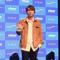 K.will办新歌showcase 真挚演唱主打歌