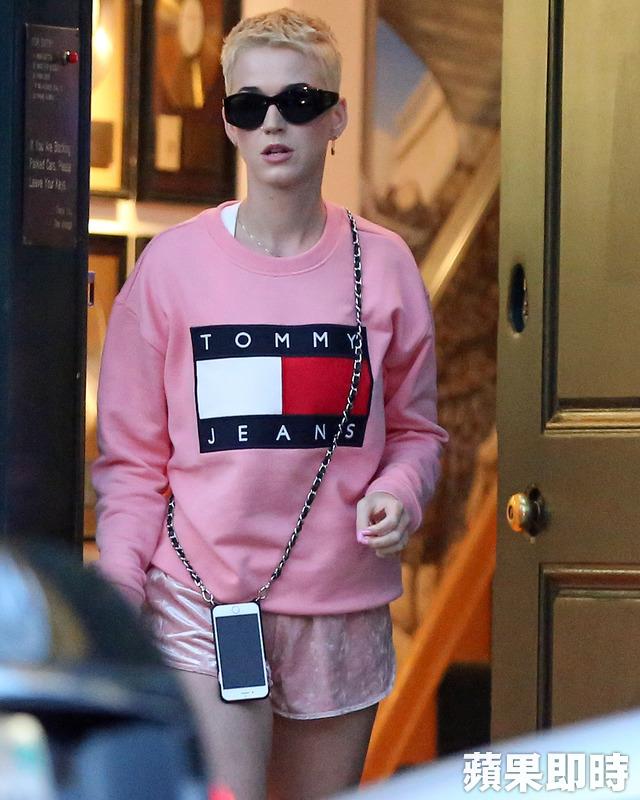 全身粉红有点酷 凯蒂佩芮扭转甜美用这招