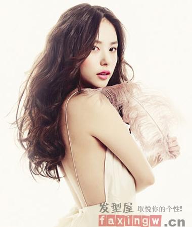 韩式优雅长卷发发型   迷人气质助力新年桃花开