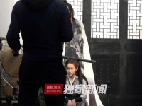 张艺谋新片《影》开拍 关晓彤古装造型曝光表情忧郁