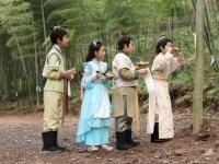 《降龙伏虎小济公2》第9、10集剧情 罗汉深夜遭迷妹袭胸吃豆腐
