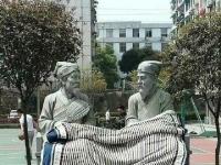 湖南大学古人雕像惨遭涂鸦 眉毛和嘴唇均被人涂红