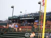 美国职棒球场意外 球迷摔落看台围栏送医不治