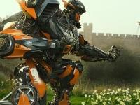 《变形金刚5:最终骑士》最终预告 大黄蜂的新秘技是…
