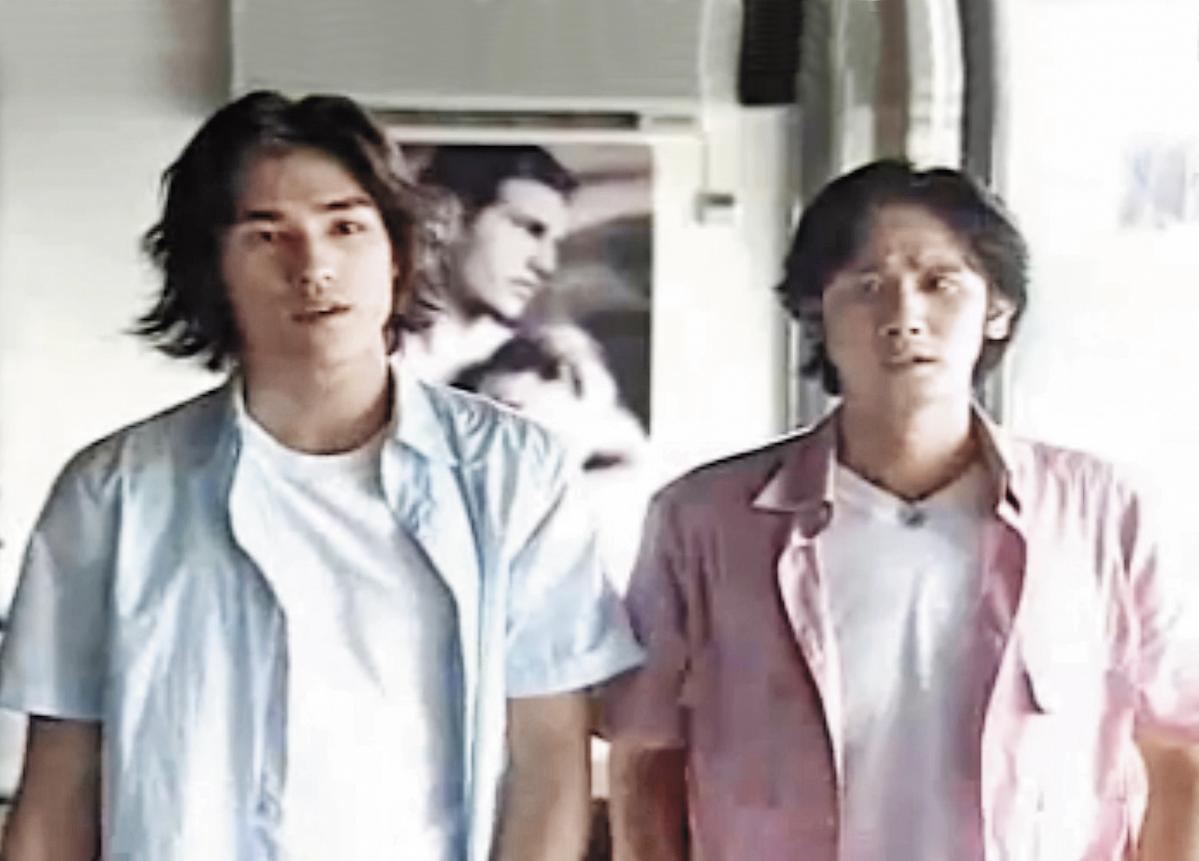 蓝正龙(左)在《流星花园》中演出道明寺的假表哥,戏外因而和女主角大S结缘相恋。(翻摄自网路)