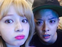 f(x)成员 Amber与女歌手Shannon合影曝光