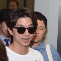 【鬼怪】孔刘抵台湾开见面会 Acne Studio白T恤简约机场fashion